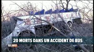 Un accident de bus fait 20 morts en Chine - Vidéo - RTL Vidéos