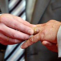 Un couple d'homosexuels franco-marocain privé de mariage