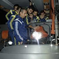 Le bus de Fenerbahce attaqué, le chauffeur sérieusement blessé - Football