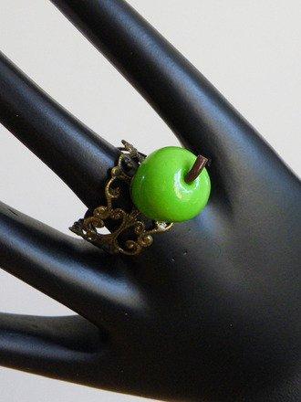 Bague réglable pomme verte en fimo : Bague par jl-bijoux-creation