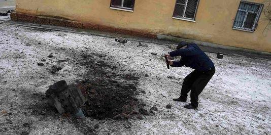Un bastion pro-Kiev bombardé en Ukraine à la veille du sommet de Minsk