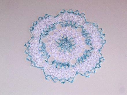 napperon dégrader bleu blanc en coton crochet femme décoratif moderne table d'intérieur cadeau femme : Accessoires de maison par les-mille-merveilles-isa