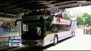Allemagne: un accident de bus a fait 40 blessés dont un plus sérieux - Vidéo - RTL Vidéos