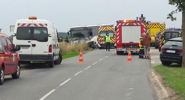 Un père et son fils tués dans une collision avec un bus près de Nampont-Saint-Martin
