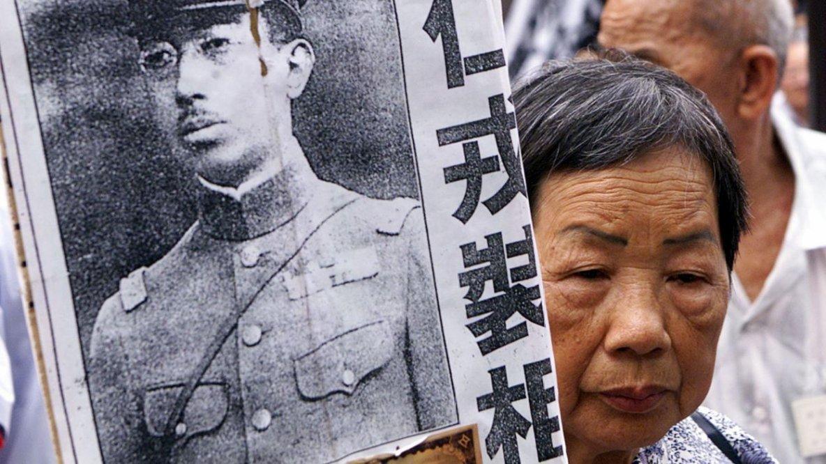 """En 1941, l'empereur Hiro Hito ordonne, contre la Chine, la politique des """" trois tout : tue tout, brûle tout, pille tout """"."""