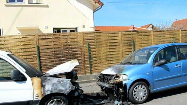 Des militants FN jugés pour avoir brûlé des voitures