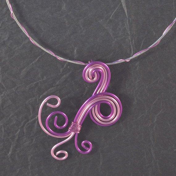 collier Alu violet et rose : Collier par titbelier