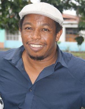 Actualité des Comores / L'auteur et Conteur Salim Hatubu nous a quittés, le pays en deuil / Al-Watwan, quotidien comorien