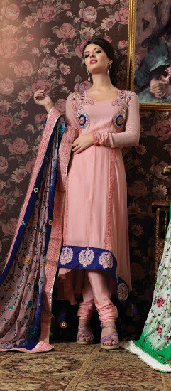Buying the designer salwar kameez and Indian salwar suit online at LaRoyal