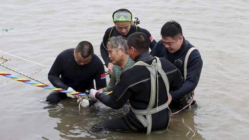 Un navire avec 450 personnes à bord sombre en Chine