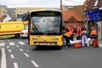 Mouscron: un piéton se fait violemment écraser le pied par un bus