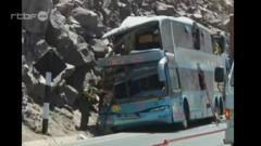 Au moins 12 morts au Pérou suite à un accident de bus du 11 octobre 2013, info : RTBF Vidéo