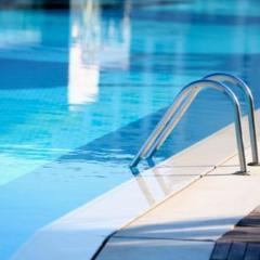 Piscines et spas publics (hôtels...): des rapports inquiétants sur leur salubrité (conseils)