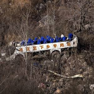 Twenty killed after bus carrying bus troupe fell off cliff - Independent.ie