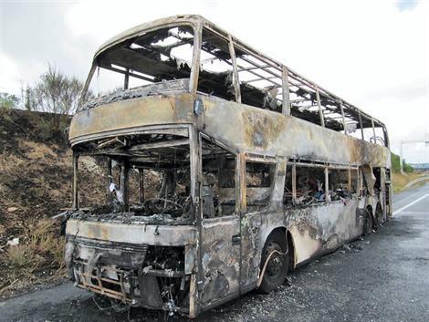 Un autocar prend feu à Vezins (49): 75 personnes évacuées - Vezins - Faits divers - ouest-france.fr