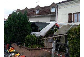 16-08-2018 - Saulxures-sur-Moselotte - Le chauffeur du car aurait fait un malaise au moment de prendre un virage. Le véhicule a fini dans l'angle d'une maison