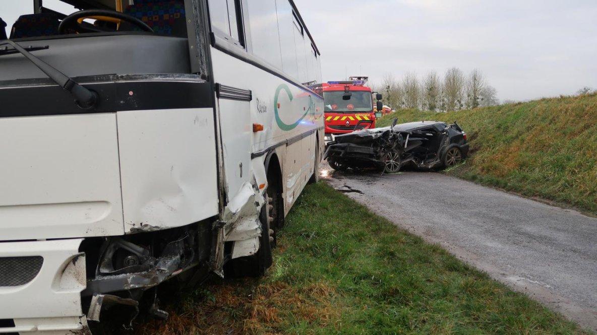 30-01-2018 - Corbeny - Bièvres - Aisne   Un autocar scolaire et une voiture se sont percutés sur la commune de Bièvres dans l'Aisne. 22 enfants étaient dans le bus pour se rendre au collège de Corbeny. 8 d'entre eux sont légèrement blessés