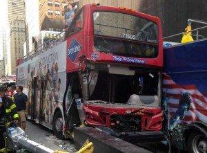 Accident d'autocar à New York: conducteur arrêté pour facultés affaiblies