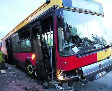 Le bus tombe dans le fossé : six blessés