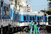 Accident entre un autobus et deux trains en Argentine: 9 morts, 212 blessés