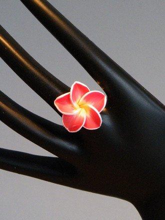 Bague fleur en fimo réglable