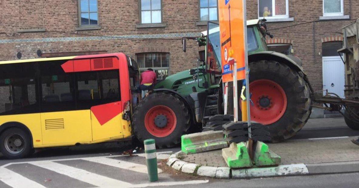 Un tracteur percute un bus TEC à Jodoigne: un passager blessé