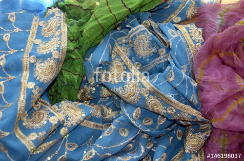"""""""Foulards traditionnels indiens en vrac"""" photo libre de droits sur la banque d'images Fotolia.com - Image 146198037"""