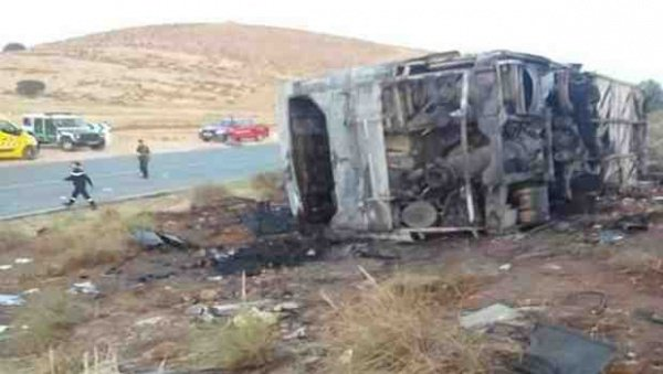 Algérie Presse Service - 33 morts et 22 blessés dans un grave accident de la route à Laghouat