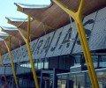 Lundi 25 mars, suite au décès de l'ancien président espagnol, l'aéroport de Madrid-Barajas a été renommé Adolfo Suárez Madrid-Barajas.