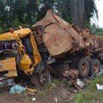 Cameroun : Autocar contre grumier à Loumbou, 9 morts – 13/04/2014