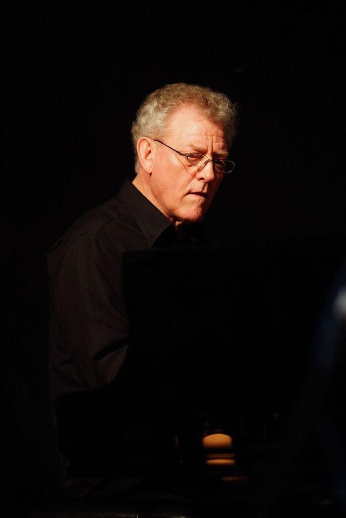 John Taylor est décédé hier d'un infarctus sur scène ! Il était l'un des pianistes les plus subtils et les plus raffinés des 50 dernières années et disparaît presque en silence.....