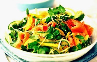 Delicious Foods: Recipe of Salad With Salmon.