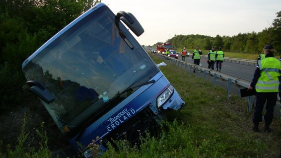 Accident de car sur l'A85 : deux morts dont un adolescent - France 3 Centre