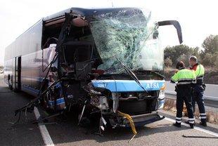Reobren l'A-2 en sentit Lleida un cop retirat el camió implicat en l'accident a Esparreguera