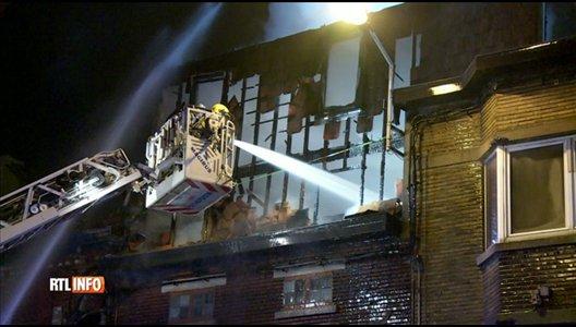 Incendie à Charleroi: quatre maisons sont ravagées par les flammes