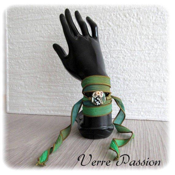 Bracelet ruban de soie dégradé vert et perle de verre au chalumeau : Bracelet par verrepassion