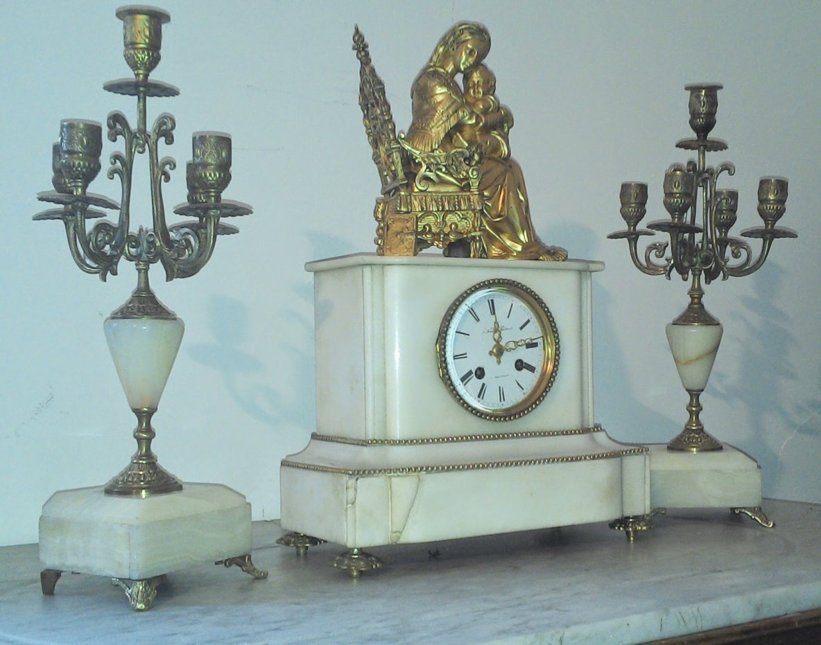le vide grenier de didou la brocante pendule marbre blanc epoque louis philippe parure de. Black Bedroom Furniture Sets. Home Design Ideas