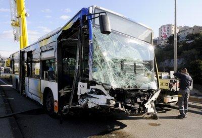 """Bus accidenté à Marseille : """"Le chauffeur est un héros"""""""
