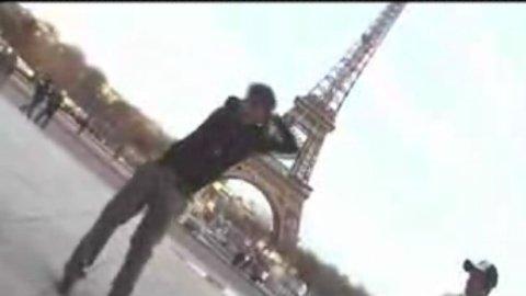 Vidéo SMDB en performance à la Tour Eiffel ! - Musique