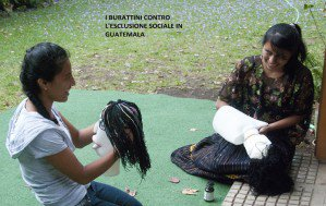 Burattini contro l'esclusione sociale in Guatemala