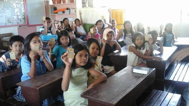 Les enfants Catholiques des Philippines consacrés à l'½uvre de Maria de la Miséricorde Divine
