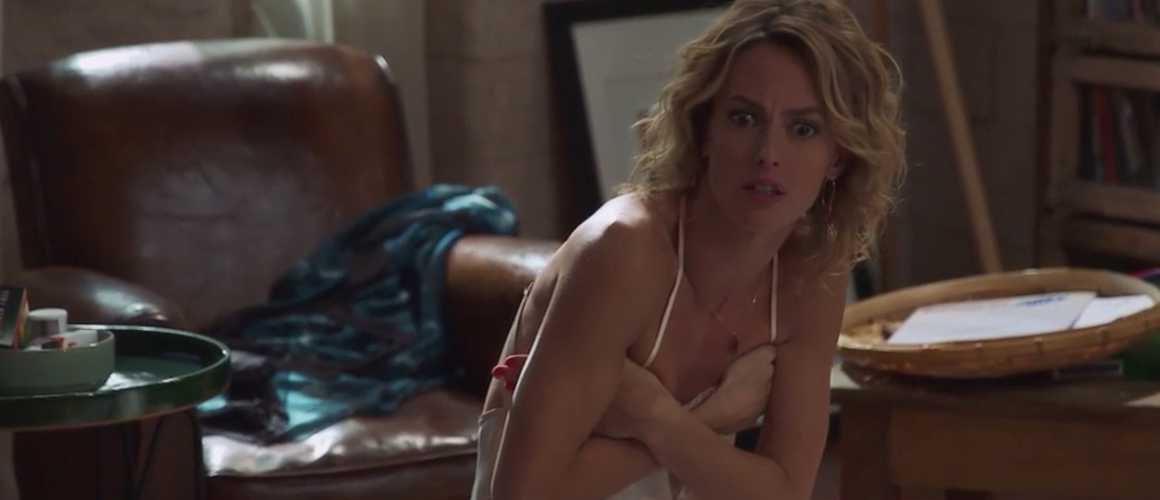 Plus belle la vie : à motié nue, Coralie se fait surprendre par Théo et Clara !