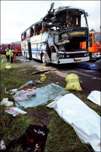 Accident d'un autocar de supporters de l'OM sur l'autoroute A6: deux morts - La Dépêche