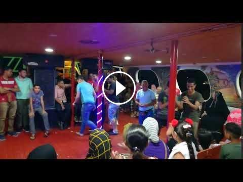 Video - Crazy Acting Show On Floating Ship - DiziVizi.com