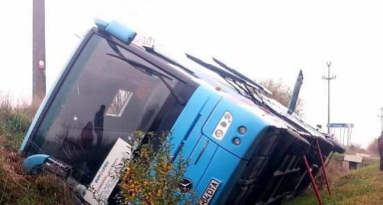 Accident în lanţ la intrarea în Alba Iulia. 12 copii au fost răniţi