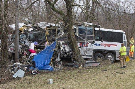 Un accident d'autocar transportant des joueurs de crosse fait deux morts aux É-U • International • 98,5 fm Montréal