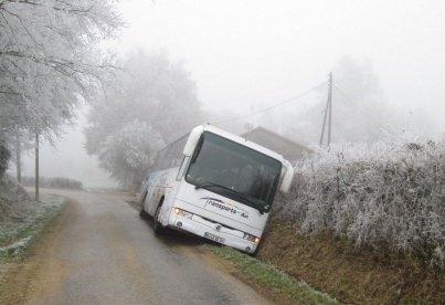 Sortie de route d'un bus à Romenay