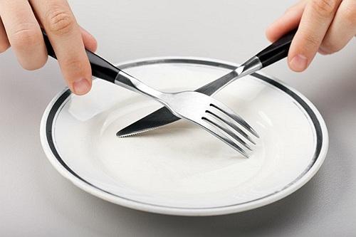 Le traitement par le jeûne-Tratamentul prin post alimentar