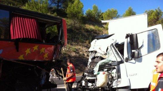 Saint-Maximin : Mort d'une Marocaine dans un accident sur l'A8 entre un bus et une camionnette - France 3 Côte d'Azur