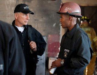 NCIS : enquêtes spéciales S09E21 : Jouer avec le feu
